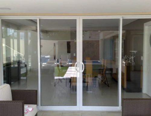 Porta de vidro: Todos os cuidados que você precisa ter